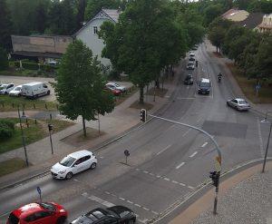 Luftbild der Einmündung der B96a in die B96 am Rathaus Birkenwerder.